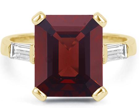 5 Carat Emerald-Cut Garnet and Baguette Diamond Ring, 14K Yellow Gold