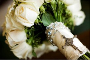 bridal-bouquet-with-rosary-evoke-photography