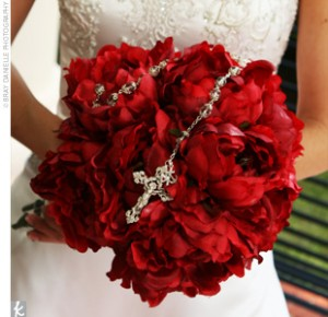 bridal-rosary-with-roses-the-knot